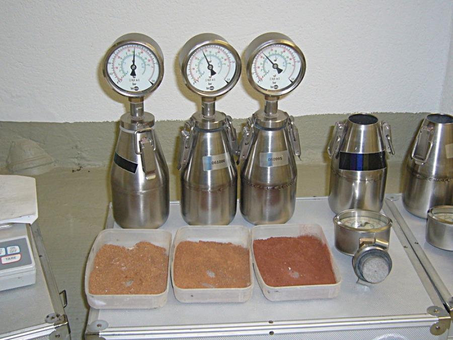 Materialprobe Feuchtigkeit messen