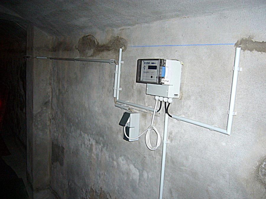 Mauerentfeuchtungsgerät anschließen